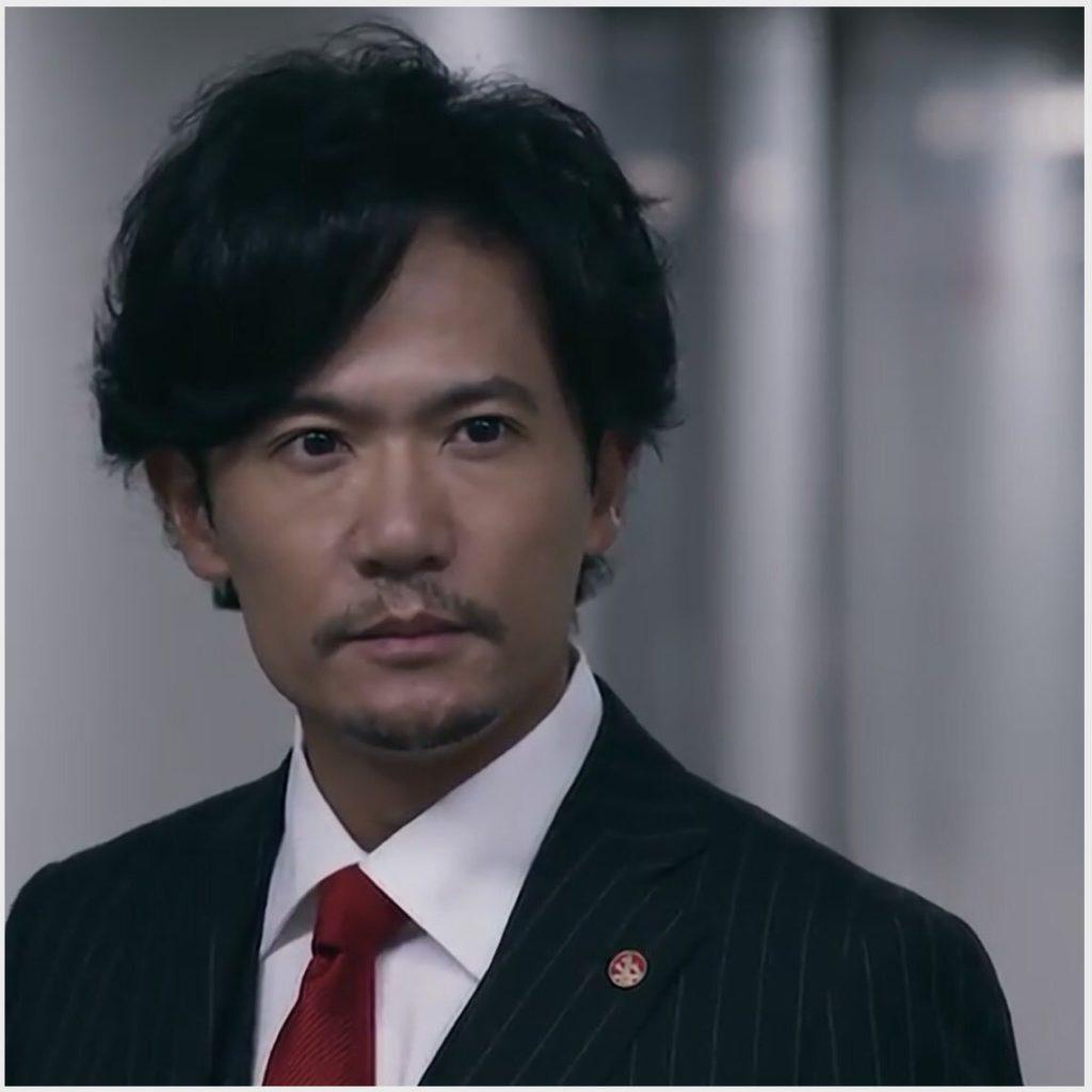スーツ姿の稲垣吾郎