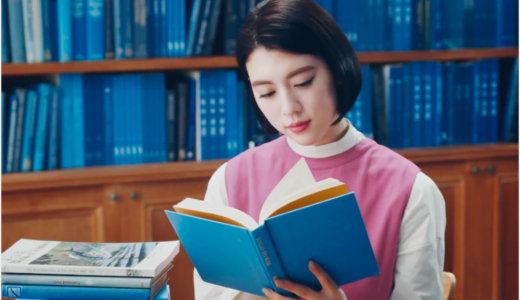 スポティファイ|CM新宝島を聞く俳優と図書館の女優は誰?青い本