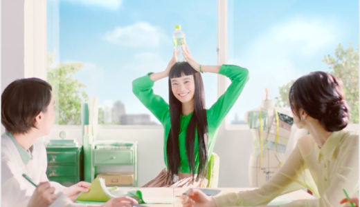 いろはすCM 緑の服でオン眉髪型の女優は誰?メロンクリームソーダ
