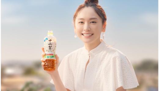 十六茶2018CMの白いワンピースの女優は誰?笑顔が可愛い!