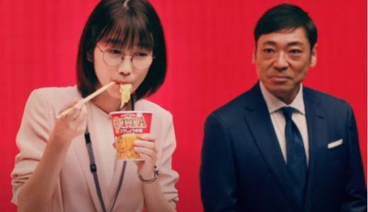 『QTTA』新CMで香川照之さんに指名されてカップラーメンを食べる丸メガネの女優は誰?