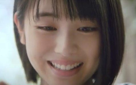浜辺美波さんが出演している『dブック』CMの天の声(ナレーション)の声優は誰?